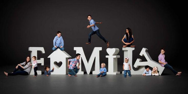 17 Creative and Inspiring Family Portraits For Your Next Photo-shoot http://mamabee.com/17-creative-inspiring-family-portraits-next-photo-shoot/