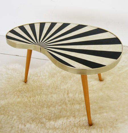Table tripode noire et blanche.                                                                                                                                                                                 Plus