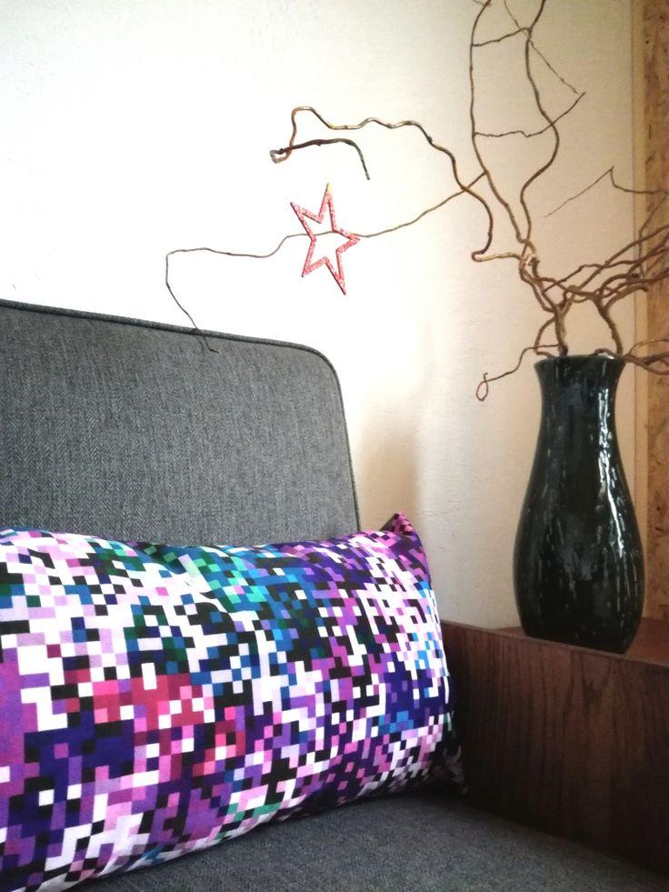poduszka dekoracyjna 60x30 piksele różowe