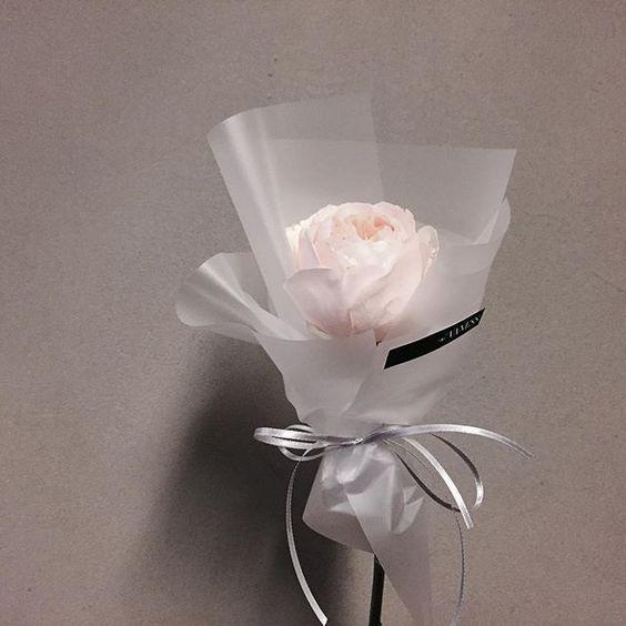 Hand-tied Bouquet | Vaness Florist Bouquet ||  Korean Artistic & Elegent Flower Bouquet | Mini Single Bouquet <Perfect gift for every occasion >