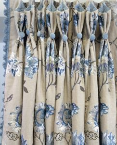 pretty drapery heading by Signature Interiors / http://signatureinteriorsblog.com/2014/06/21/curtains-with-scallop-shaped-contrast-lined-heading/