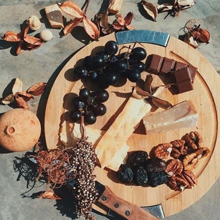 Autumn snacks by @lucindadennis, with a few slices of 24 month and chocolate for a new flavour combination!  #cheese #comte