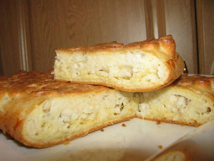 Предлагаю простой рецепт для пирога с практически любой начинкой. Я люблю с рыбкой, особенно семгой. Делала с рисом, грибами, луком, овощами.  2 стакана муки 2 стакана сметаны 4 яйца  4-6 ст. ложки м…