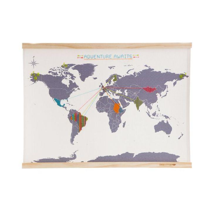 Leg al je reizen vast met deze Suck UK Cross Stitch map! Met zelfgemaakte borduursels kun je deze wereldkaart costumizen. Trek routes uit in verschillende kleuren of leg dingen vast die je hebt gezien tijdens je reis. Geleverd met vier kleuren draad en twee naalden.