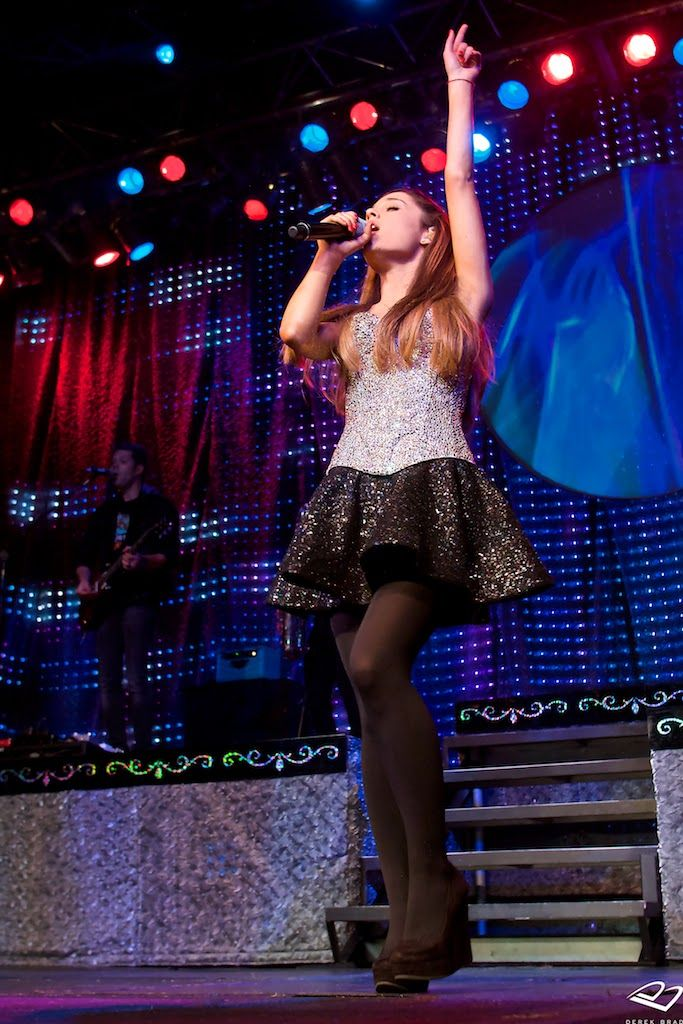 Ariana Grande ~ Victorious <3 i love her she is a good movie stair