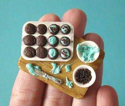 Miniature cupcakesChocolates Cupcakes, Miniatures Cupcakes, Edible Art, Chocolates Mint, Miniature Food, Mint Chocolate, Food Art, Polymer Clay Miniatures Food, Miniatures Things