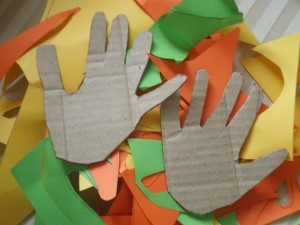 'Hands that Measure, Hands That Make' looks at some simple activities to explore size and measurement using your child's/families hands.  Once they have finished using them they can turn them into a vibrant autumnal family tree.: Hands Templates, Math Center, Palms Hands, Families Trees, Autumn Families, Activities, Child S Families Hands, Hands Cut, Cut Outs