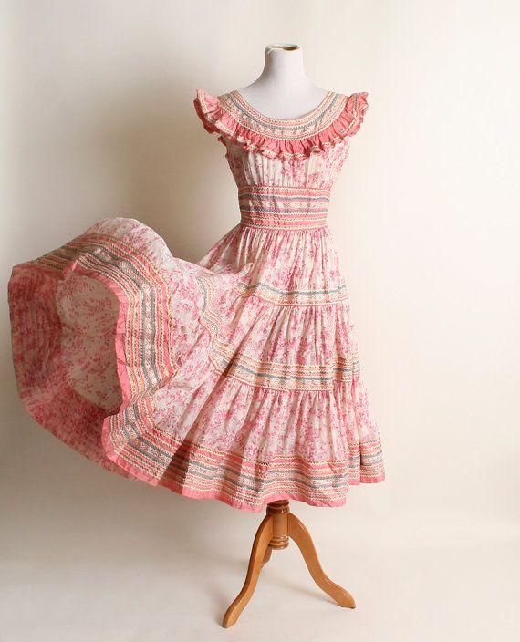 Vintage jaren 1950 jurk  pure roze bloemen Ruffle van zwzzy op Etsy