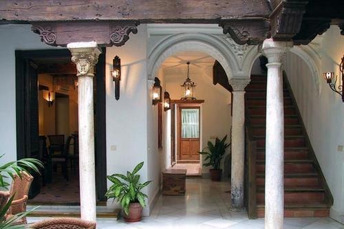 CASA DEL CAPITEL NAZARI - Granada.  Boutique hotel in een 16e eeuws paleis in het historische Albayzín in Granada. Meer info: http://www.escapada.eu/hotel/casa_del_capitel_nazari