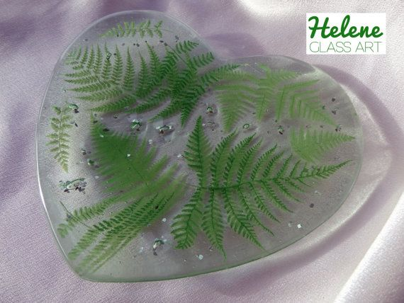 """Lush """"Forest Fern"""" Hand-made Heart-Shaped Fused Glass Dish/Plate (15cm x 2cm)"""
