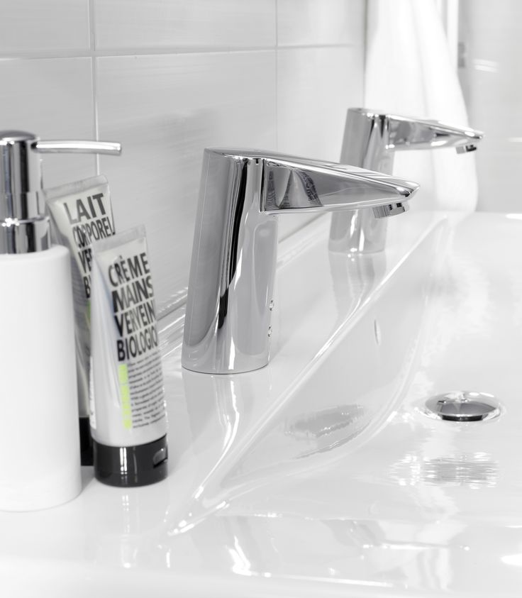 Oras Cubista electronic touchless tap
