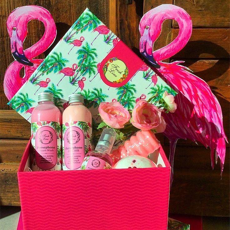Βe a pink Flamingo  #Fresh #Spring Ένα χρωματιστό ανοιξιάτικο σετ με ροζ #Flamingo & τα αγαπημένα σας προϊόντα από τη σειρά #Persephone  Έχει ήδη γίνει ανάρπαστο… ! Λιανική Τιμή: 26,90€ από 46,74€ #FreshLine #rose #jasmine #sandalwood #giftset #organic #aromatherapy #euphoria