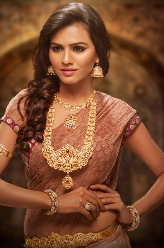 Indian bridal jewellery. Statement necklaces with earrings