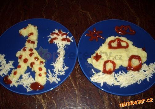 Bramborová kaše se smetanou sýrem a kečupem