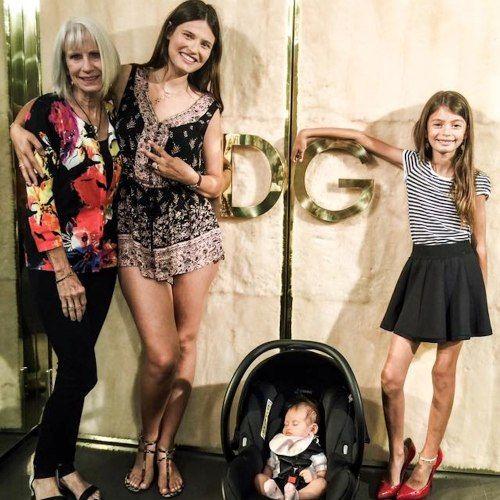 La figlia di #BiancaBalti troppo magra? Lo scatto di famiglia infervora il web