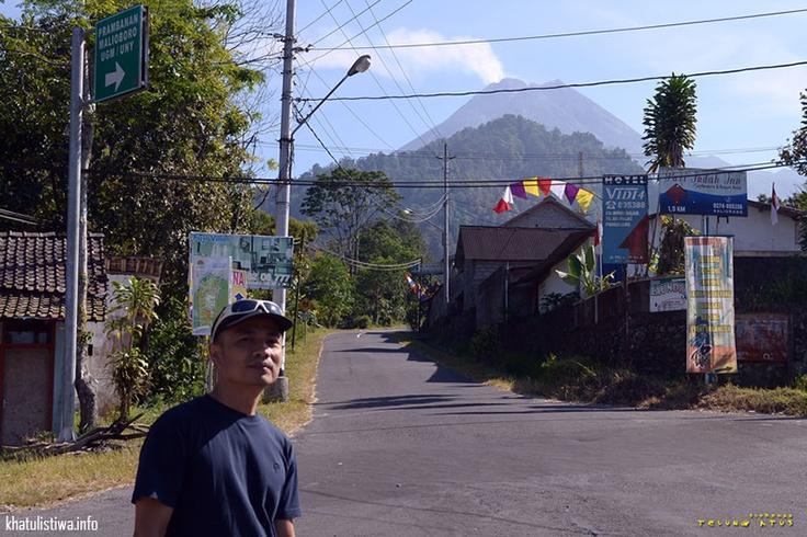Puncak Merapi dilihat dari Kaliurang, Jogyakarta, Indonesia