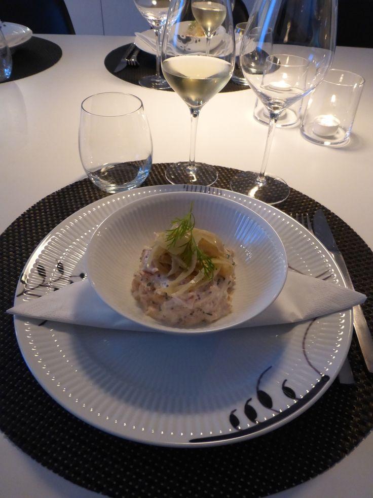 Lakserilette - elegant servering. Hvid riflet på sort mega mussel. Royal Copenhagen