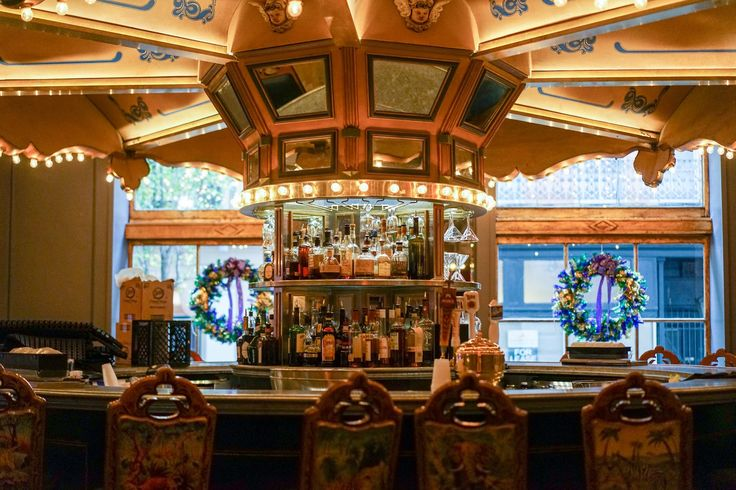 You'll never forget your first revolution around the world-famous Carousel Bar & Lounge. #MonteleoneMoments