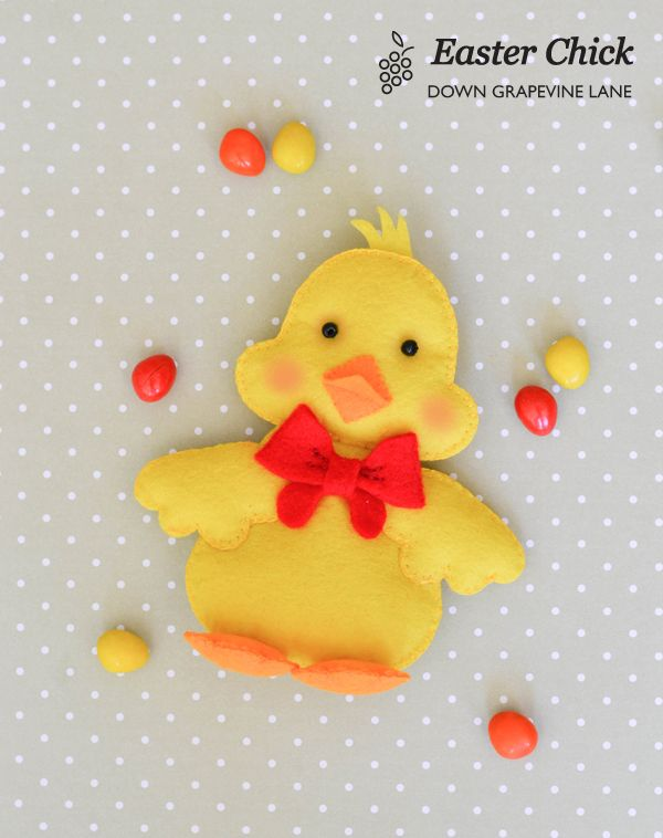 Hatch this darling felt chick to add to Easter baskets (@ Down Grapevine Lane)
