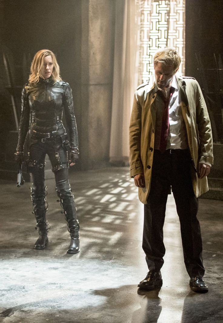 Arrow 4x05 - John Constantine & Laurel can the chick with the arrow please get out of the shot   #theflash   #kurttasche
