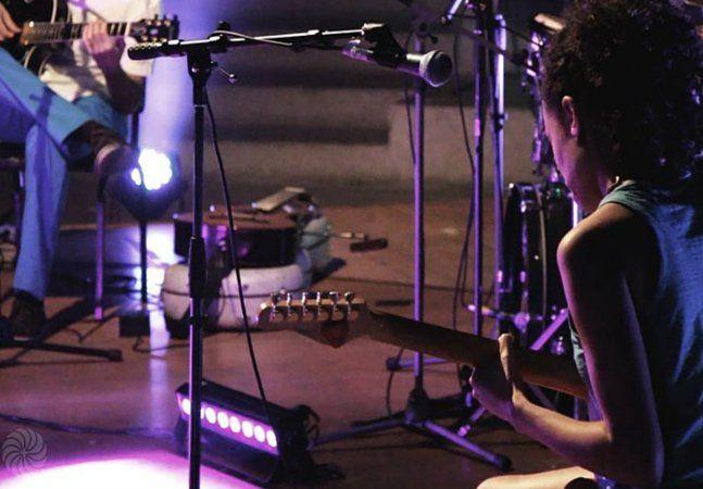 A música tem um incrível poder transformador. Um não, vários. O poder de comunicar ideias em uma linguagem universal, o poder de despertar emoções e consciências, o poder de propiciar encontros e, inclusive, o poder de curar. Não é à toa que existem tratamentos baseados no uso terapêutico da música. Foi para incentivar mudanças concretas através dessa forma de arte que o MPBem(Música Popular do Bem)surgiu em São Paulo. O projeto é uma mistura de ação voluntária com plataforma de lançamento…
