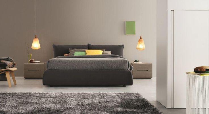 Zona notte by DOIMO DD. Swing, coppia comodini in Rovere Cenere / Max, letto imbottito rivestito in tessuto Brigitta Antracite.
