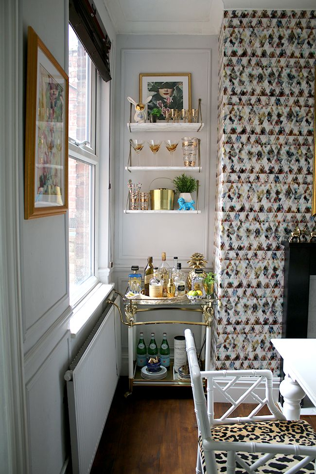 We recently interviewed this fab diva for the Style Matters podcast!  It'll air later this year.  In the mean time, check out her dining room reveal!  Bar cart with marble effect shelves and graphic wallpaper - see more on www.swoonworthy.co.uk