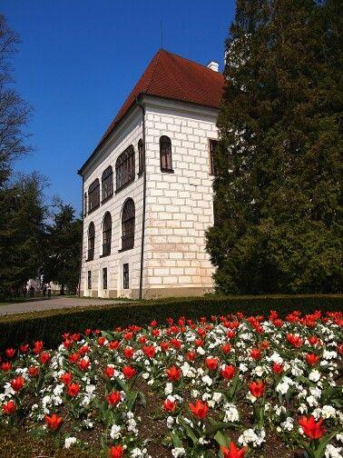#trebon #castle #chateau #czechrepublic #renaissance #history #flowers #spring