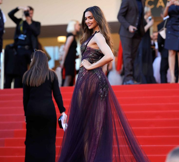 Deepika Padukon at Cannes 2017 #bollywood #hautecouture #cannes2017 #devscostumes