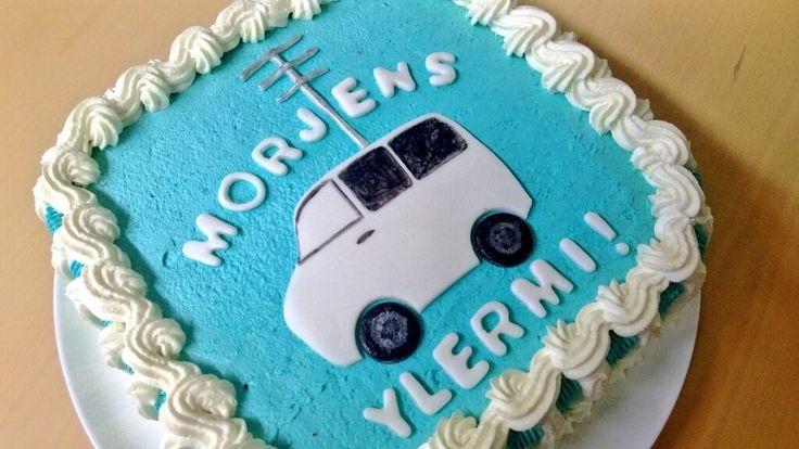 17 vuotta palvellut Ylermi-lähetysauto jäi eläkkeelle. Upean kakun läksiäisiin teki Anna Sirén.
