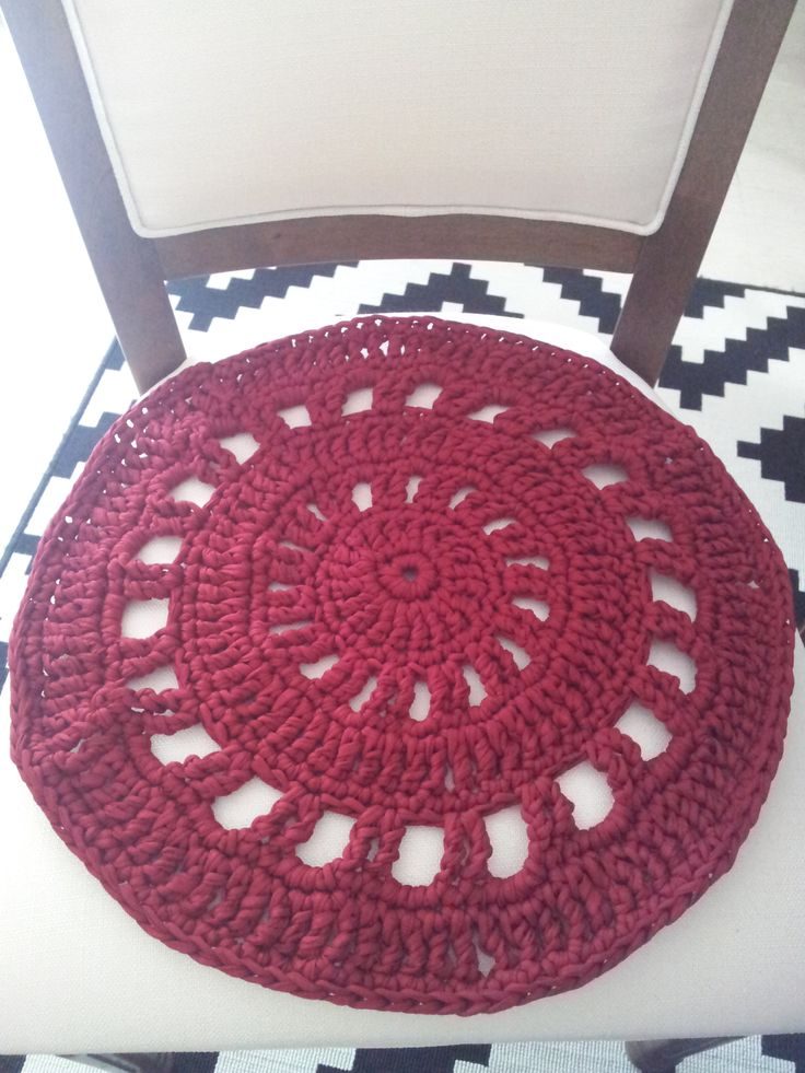 Cover for dinning-room chair (noodles crochet)