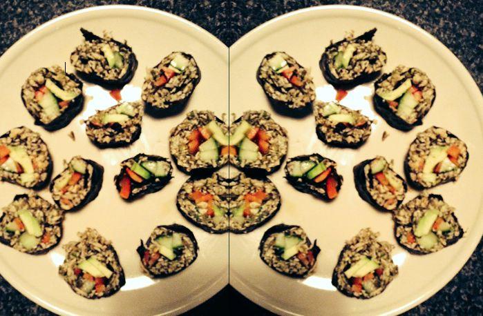 Har du nogensinde smagt raw food sushi uden ris og fisk? Her får du en lækker opskrift på raw noriruller.