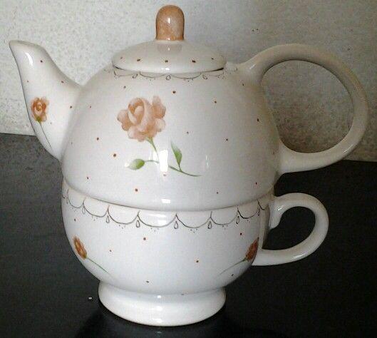 Tea for one. Pintura sobre porcelana.