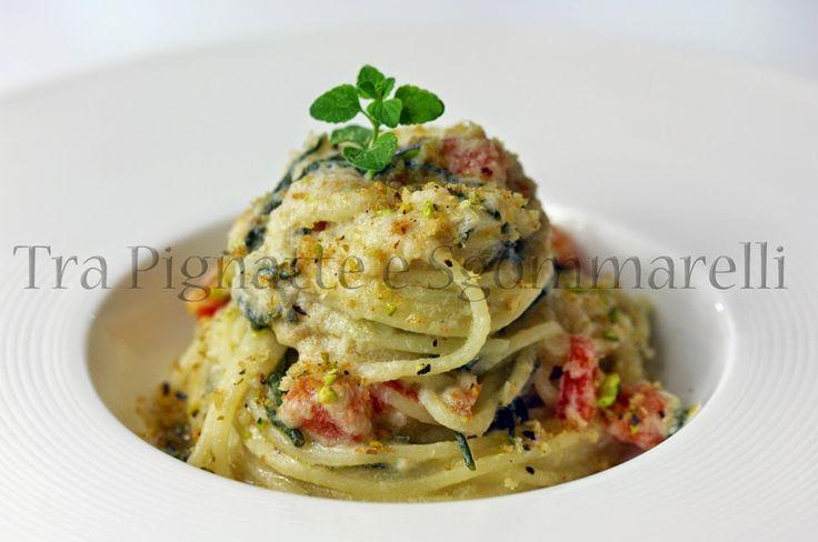 Le mie ricette - Spaghettini con crema di tonno Alalunga, salicornia saltata, pomodoro marinato e pane tostato ai pistacchi e prezzemolo