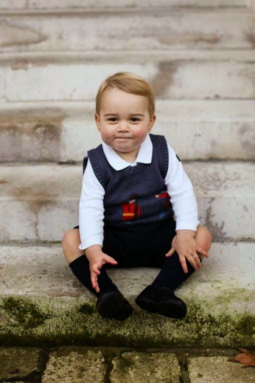 A very confident young Prince George of Cambridge new official Christmas photo were released by the royal family less than two weeks before Christmas.