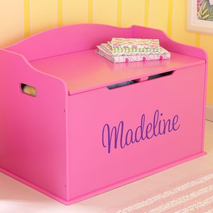 What a beautiful Toy Box! It's wood and comes in 6 different colors and you can personalize it with your child's name all for just $119.95! #kids #toy