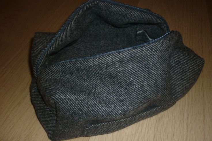 Handmade Men's Dopp Kit / Washbag / Shaving Kit / Toiletry Kit...  link to free tutorial @AfterDarkSewing