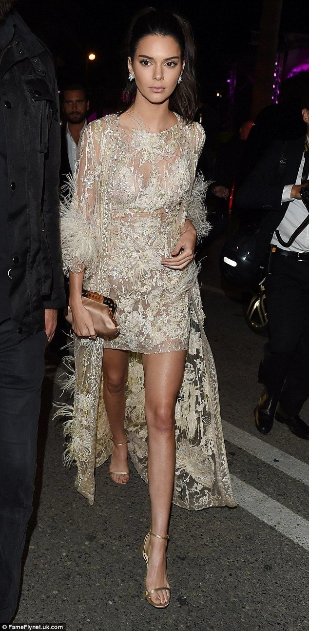 Slinky: Kendall meant business when she strutted into the venue on Monday...
