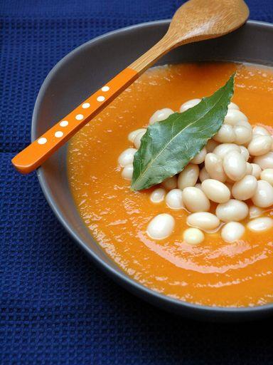 poivre, potiron, clou de girofle, bouquet garni, oignon, beurre, eau, ail, haricot, crème fraîche épaisse, sel