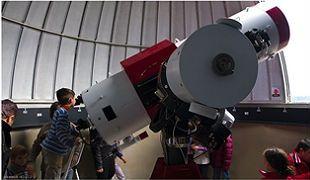 L'Astronòmica de Sabadell. Telescopi d'observació. Ubicat a la seu de l'Agrupació Astronòmica de Sabadell, l'Observatori de Sabadell és un dels observatoris amateurs més importants. Va ser inaugurat l'any 1993 i des dels seus telescopis s'han realitzat observacions que han contribuït en diversos estudis astronòmics internacionals.