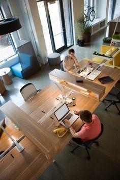 Nice spacious work table, cool dividers between persons