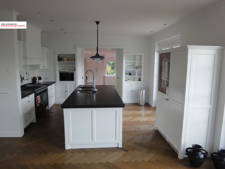Classical kitchen combined with kamer ensuite elements. Landelijke keuken gecombineerd met kamer ensuite, door www.myhouse-amsterdam.nl