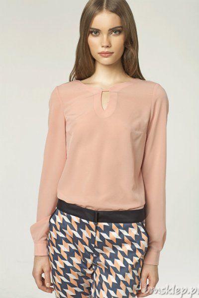 Damska bluzeczka z długim rękawem i oryginalnym akcentem przy dekolcie.Skład: 100% #poliester.... #Bluzki - http://bmsklep.pl/bluzki