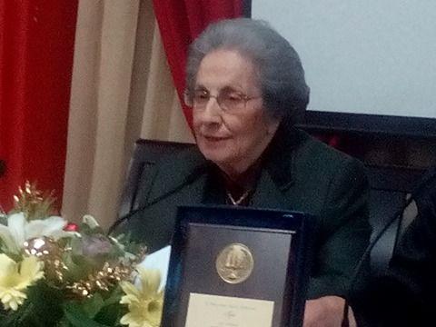 «Έφυγε» από τη ζωή, η ποιήτρια Ελένη Μπουρίτσα-Μουζάκη http://pelogotechnon.gr/efige-apo-ti-zoi-i-poiitria-eleni-bouritsa-mouzaki/