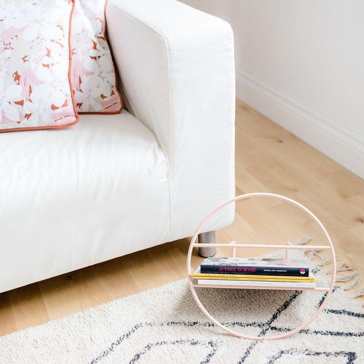 We are just so in love with this Hoop minimalist mag rack! Find cuchions and rug too in store and online!  .............................. On est tellement en amour avec ce rangement à magazine Hoop (disponible en noir aussi)! Disponible en magasin et en ligne avec les coussins et la tapis également!  #monvestibule