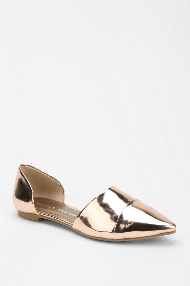 Gold d'orsay flats! Need, want. Must have.With some distressed boyfriend jeans and a slouchy tee.