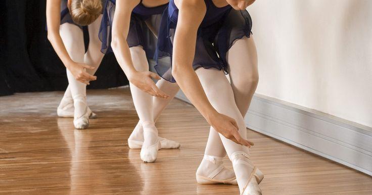 Cómo ser una buena bailarina de ballet. Ser un buen bailarín de ballet requiere muchas cosas fuera de tu control, incluyendo el tipo de cuerpo, flexibilidad y talento. Sin embargo, tener estas cosas no es suficiente para ser una buena bailarina de ballet . Convertirse en una bailarina lleva muchos años de riguroso entrenamiento y disciplina. Las bailarinas profesionales entrenan todos ...