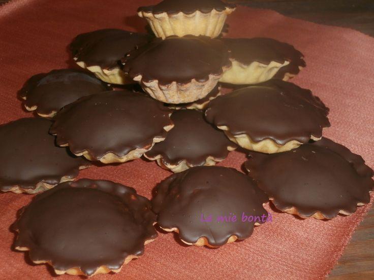 I bocconotti tipici dolci abruzzesi una sottile frolla con ripieno di cioccolato,mandorle,aromi,uova una vera bontà!!