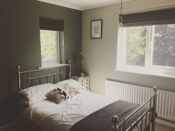 Farrow and Ball Green Smoke and Hardwick White Brass bed frame from - Cout Casser Mur Porteur