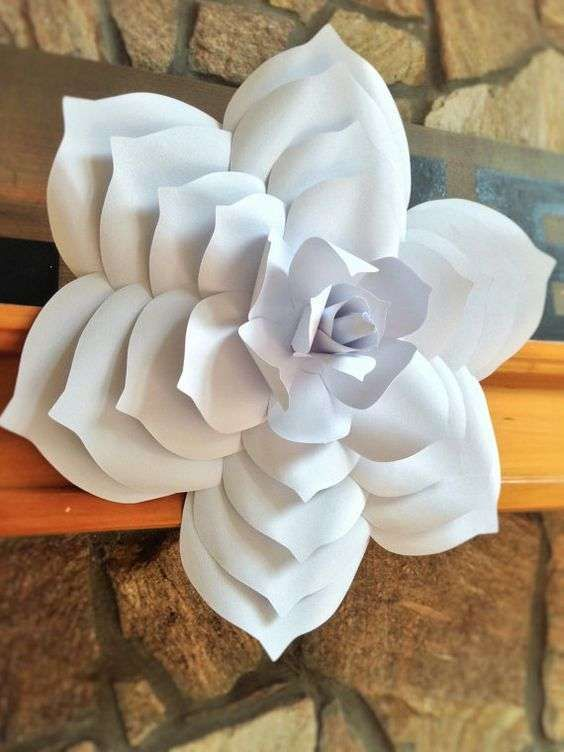Decoración de bodas: fotos ideas flores de papel gigantes - Flor de papel gigante para decorar pared